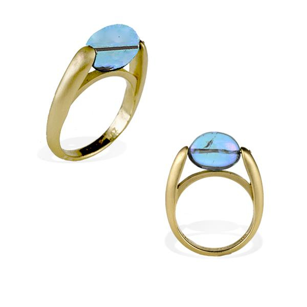 18k Yellow Gold and Blue Topaz Ring