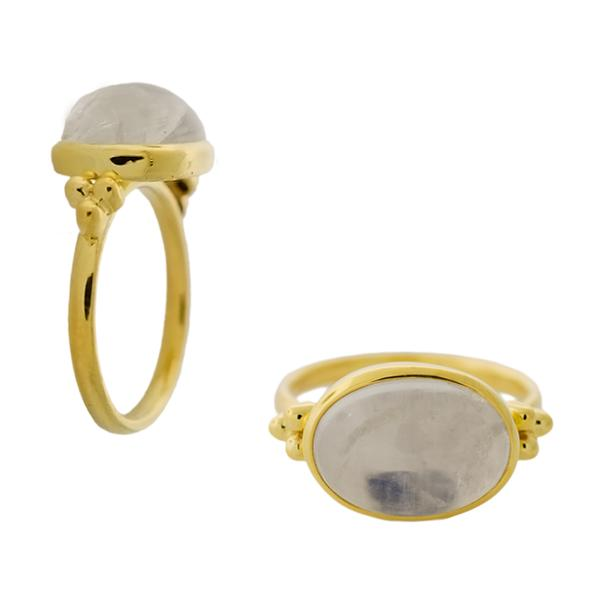 18KT. OVAL BEZEL SET MOONSTONE RING