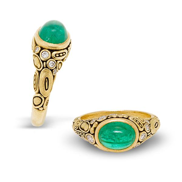 18KT YELLOW GOLD CABASHON EMERALD WITH 0.20CTS T.W. IN DIAMONDS