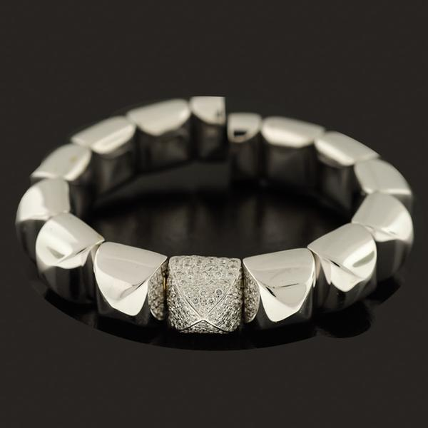 18KY 12MM PYRAMID CUFF. THE CENTER IS IN 18KWG WITH 1.76CTS. PAVE' SET DIAMONDS